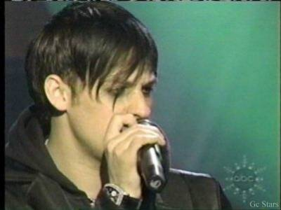 """Obrázek """"http://fangoodcharlotte.free.fr/photos/Joel/concert1.jpeg"""" nelze zobrazit, protože obsahuje chyby."""